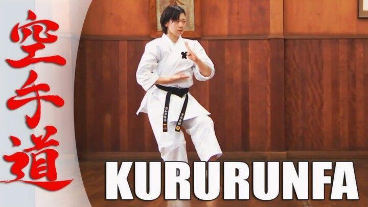 Karateka in Kataposition